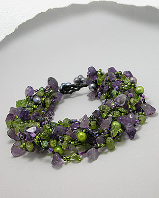 <b>Amethyst and peridot gemstones and fresh water pearls bracele