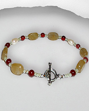 <b>Exclusive aventurine, carnelian, glass and pearls bracelet</b