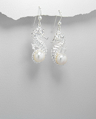 <b>Silver and fresh water pearls earrings</b>