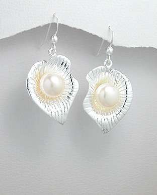 <b>Interesting silver and fresh water pearls earrings</b>
