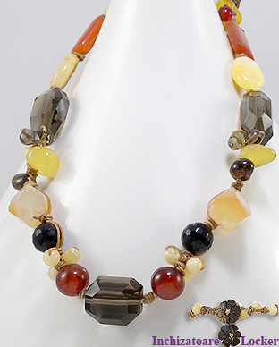 <b>Fancy necklace with smoky cuartz, onyx, jade and carnelian</b