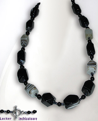 <b>Exclusive agate and onyx necklace</b