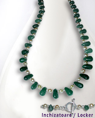 <b>Exclusive aventurine and pearls necklace</b>