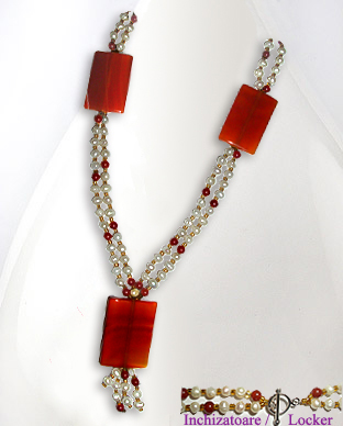 <b>Exclusive agate,carnelian and pearls necklace</b>