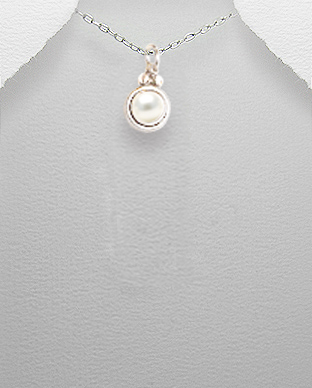 <b>Fine silver and fresh water pearl pendant</b>