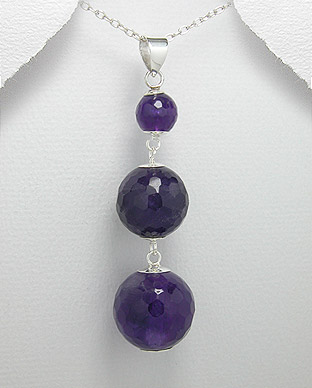 <b>Silver and amethyst pendant</b>