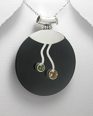 <b>Interesting silver and black agate pendant</b>