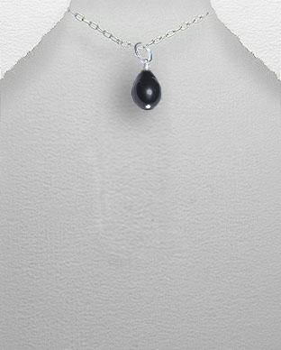 <b>Exclusive Tahitian pearl and silver pendant</b>