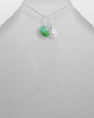 <b>Exclusive pearl, emerald and silver pendant</b>