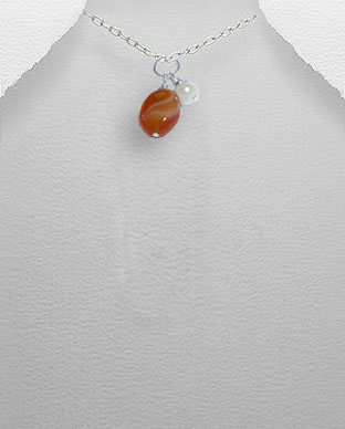 <b>Exclusive pearl, carnelian and silver pendant</b>