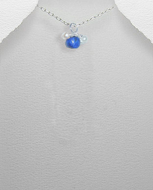 <b>Exclusive lapis lazuli, pearls and silver pendant</b>