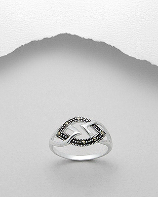 <b>Fine silver and marcasite ring</b>