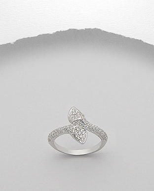 <b>Fine silver-white zircon ring</b>