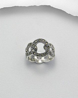 <b>Interesting silver and marcasite ring</b>
