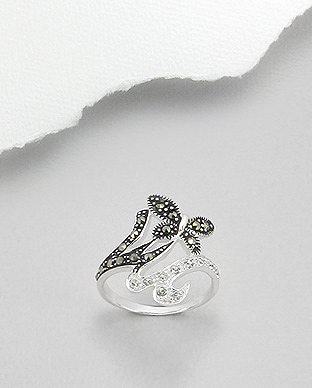 <b>Fine silver, crystal glass and marcasite ring- little butterf