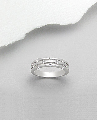 <b>Interesting silver and white zirconium ring </b>