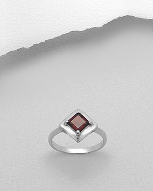 <b>Sterling silver - garnet gem stone ring</b>